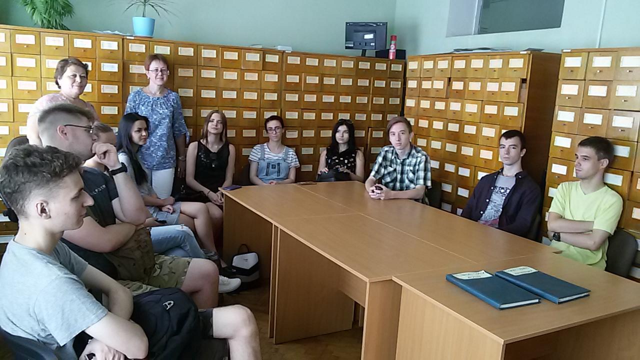 студенти в Центральному державному архіві вищих органів влади та управління